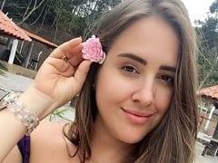 Patrícia Leite do BBB18 Que é Funcionária Pública em Fortaleza – CE e Também é Cantora e Compositora Mostrou a Buceta Sem Querer Dentro da Casa