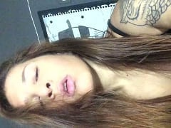 Camilla Goddess Ruiva Ousada,Tatuada e Fetichista Gravou Vídeo Balançando a Rabeta e Abrindo Seu Bucetão – Amadora