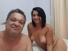 """""""Globo: O Brasil Que eu Quero"""" Coroa Entrou na Onda Dos Vídeos Que a Globo Pediu Para as Pessoas Enviarem Mas Com um Cenário Diferente, Mostrando Uma Gostosa Atrás – Amadores"""