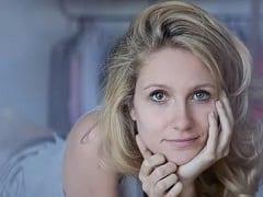 """CAIU NA NET! Aline Jones Que Está Fazendo A Serie Brasileiro """"O Negocio"""" Protagonizou Uma Cena Muito Exitante De Sexo Peladinha Com Seu Corpo Magrinho E Lindo Demais"""