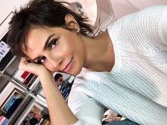 Deborah Secco Atriz da Globo Teve Seu Suposto Vídeo Vazado na Net Trocando de Biquíni e Exibindo Seus Peitões e Sua Buceta no Carro