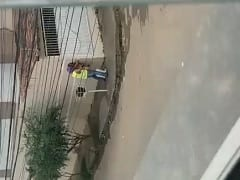 Em Governador Valadares – MG Coroa é Flagrado Fodendo Com Uma Puta no Meio da Rua em Plena Luz do Dia – Caiu na Net