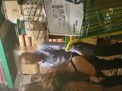 Gerente de Supermercado Levo Uma Funcionária Pro Estoque e Deu Uma Rapidinha Enquanto Filmava Com Câmera Escondida – Caiu na Net