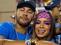 Neymar e Anitta Foram Flagrados Dando um Beijo de Língua no Meio do Carnaval de 2019 e Folião Gravou a Cena Que Gerou Polêmica