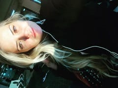 BBB20: Marcela Mc Gowan Loira Maravilhosa Pagou Peitinho Pela Primeira Vez Dentro da Casa ao Lado da Mari Gonzalez