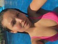 Larissa Manoela ninfeta de 19 aninhos famosa pagou um leve peitinho no Instagram e se exibiu rebolando